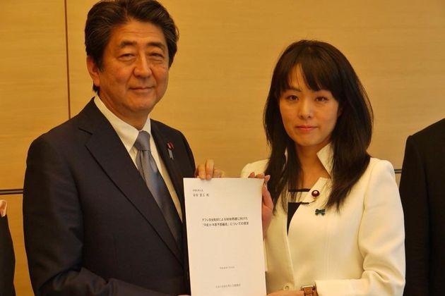 아베 신조 총리와 스기타 미오