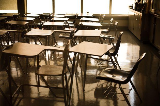 고등학교 교장인 58세 남성이 2년 넘게 학생에게 저지른