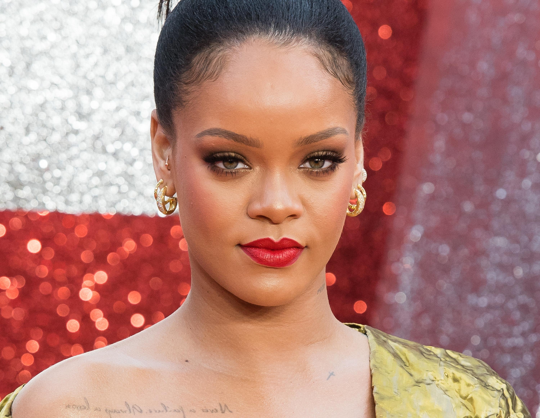 Βρετανική Vogue: Η Rihanna γράφει ιστορία ως η πρώτη μαύρη γυναίκα που φωτογραφίζεται για το εξώφυλλο του περιοδικού