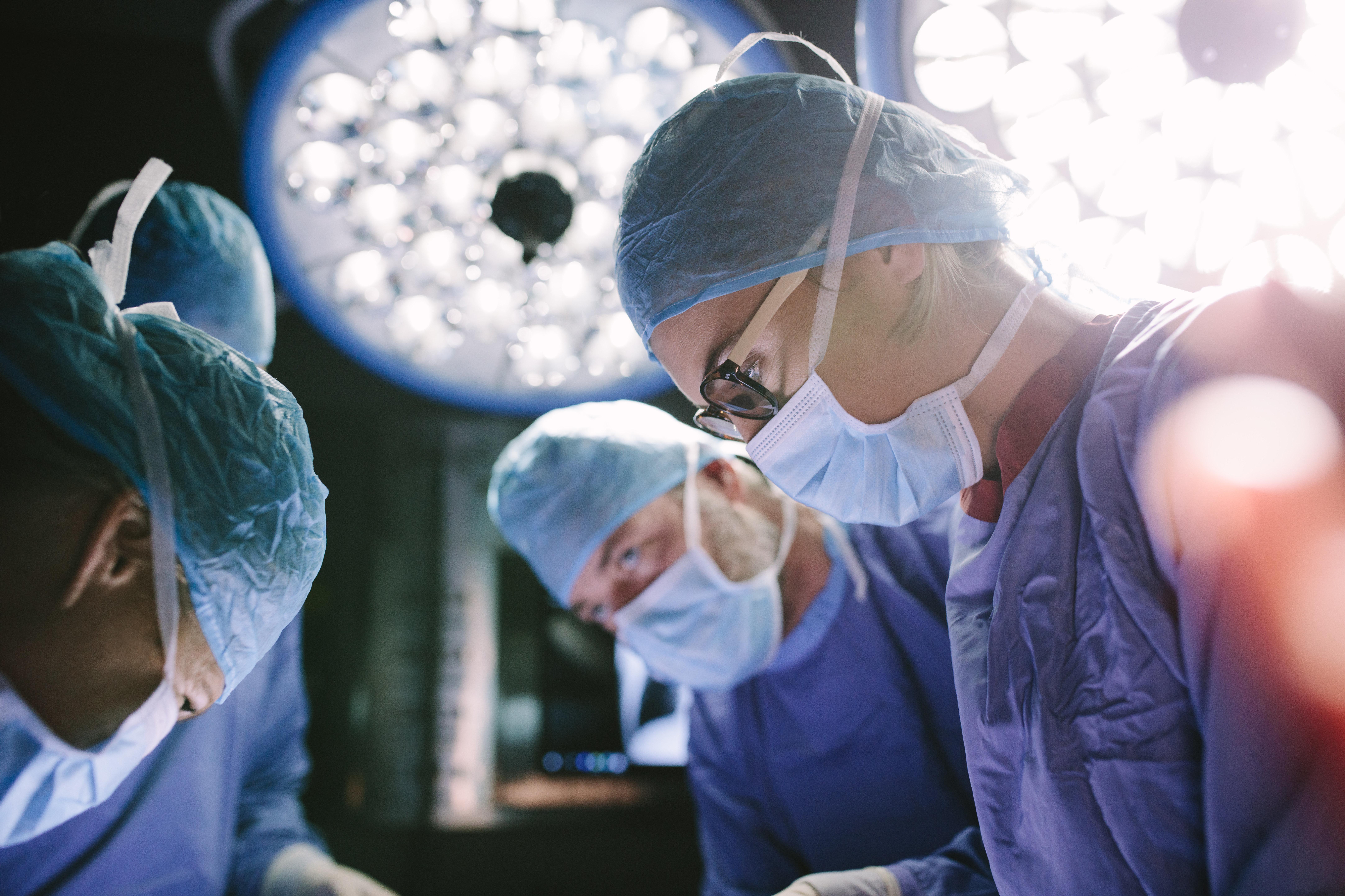 Die Studentin, aber der Chirurg – wie Männer die Medizin