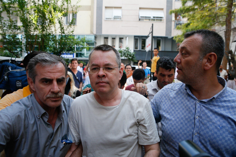 Στην επίθεση περνούν οι ΗΠΑ. Κυρώσεις σε δύο τούρκους υπουργούς για την παράταση της κράτησης του αμερικανού