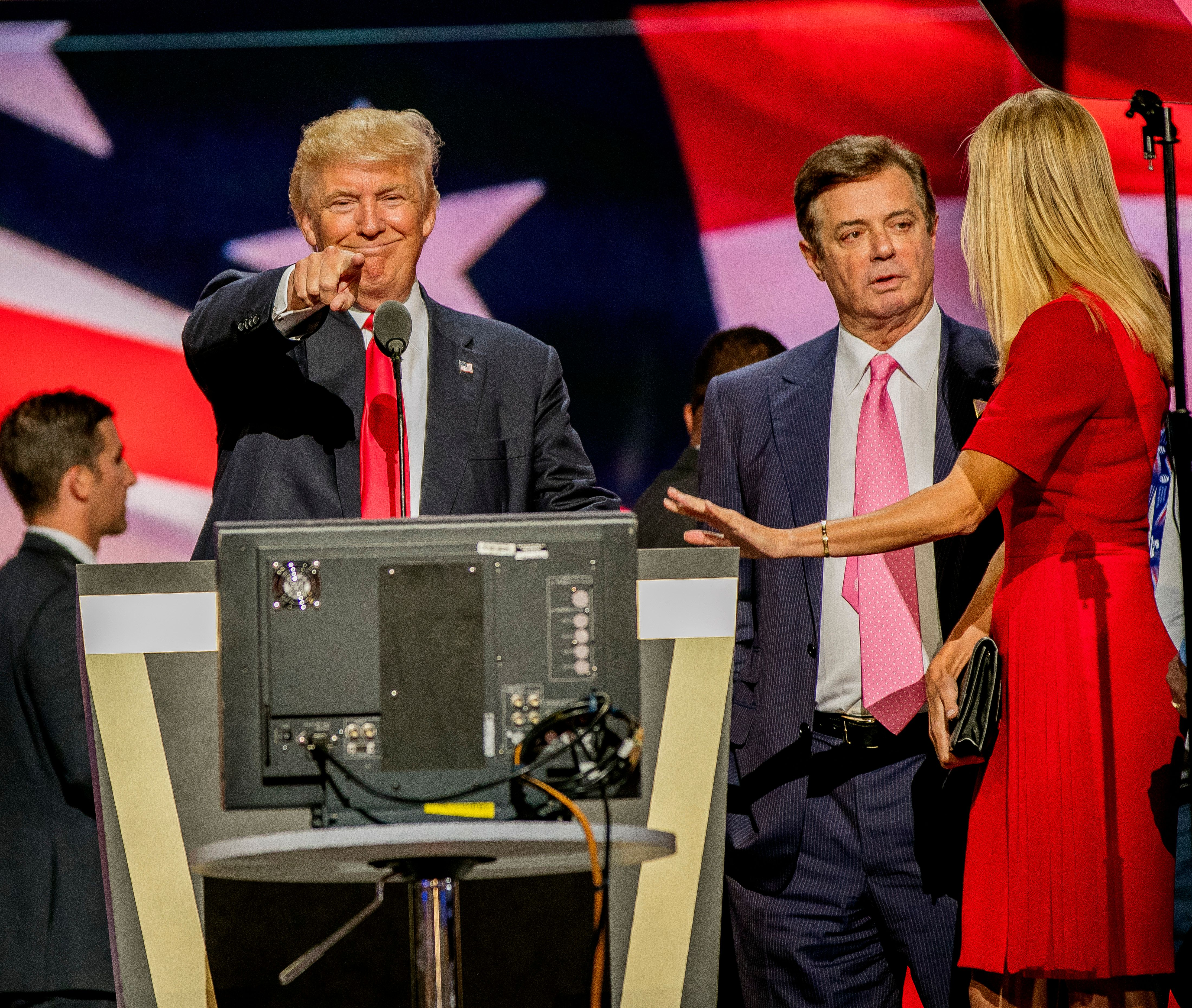 Paul Manafort stands between President Donald Trump and Ivanka Trump during a sound check at the Republican National Con