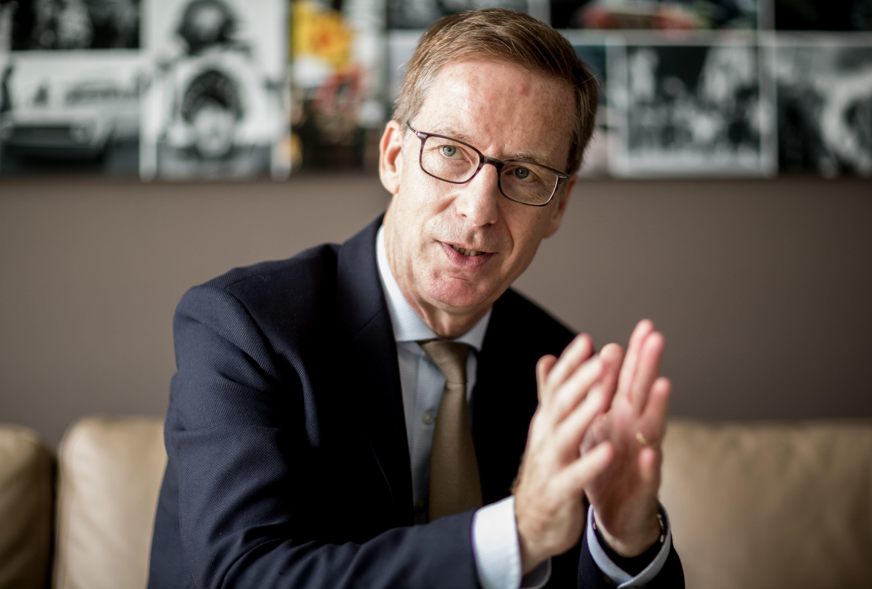 Wirtschaftsforscher kritisiert Abschiebepraxis als