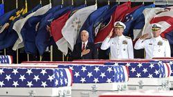 Ο Αμερικανός αντιπρόεδρος Πενς υποδέχτηκε τις σορούς Αμερικανών πεσόντων στον Πόλεμο της