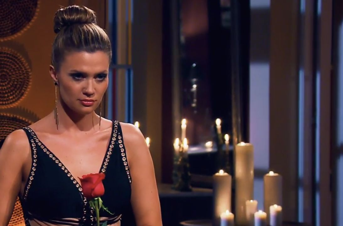 """""""Scheiße sieht er aus"""": Als Bachelorette Nadine letzte Rose vergibt, rasten die Männer sofort aus"""