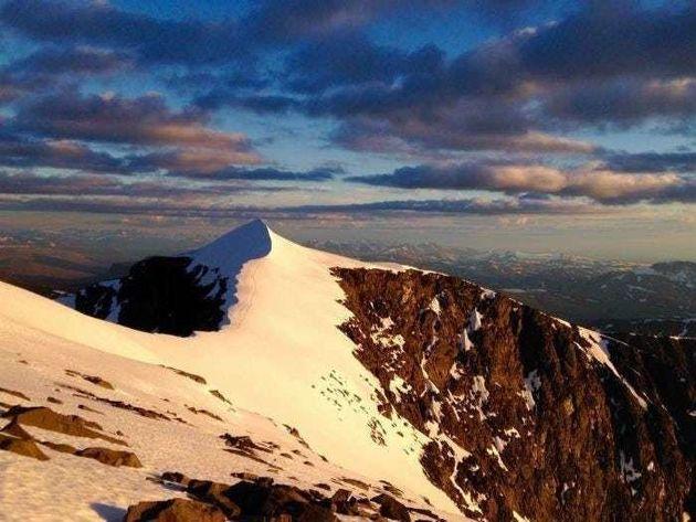 스웨덴 케브네카이세 산 전경. 올 여름 찾아온 이상기온으로 산 정상의 만년설이
