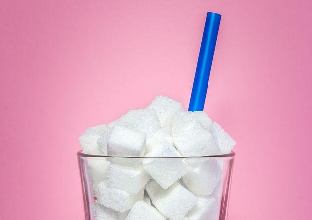 Πόση ζάχαρη πίνετε σε καθημερινή βάση; Αυτά είναι τα ροφήματα πλούσια σε