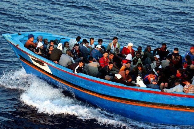 Τυνησία: Σαράντα πρόσφυγες που είχαν αναχωρήσει από τη Λιβύη παρέμειναν είκοσι μέρες στη θάλασσα πριν...