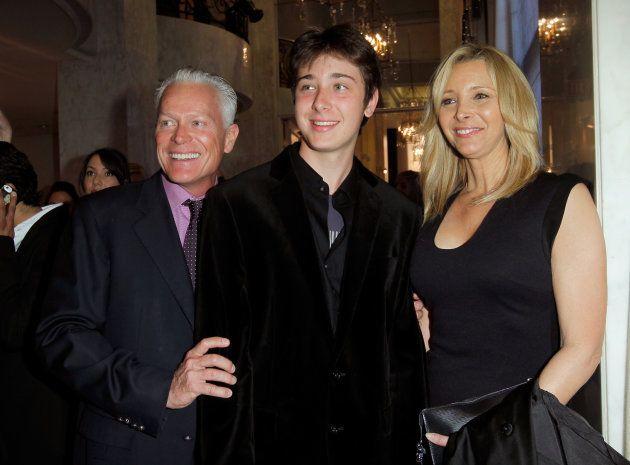 Michel Stern, Julian Murray Stern et Lisa Kudrow assistent à EIF Women Cancer Research Fund's...