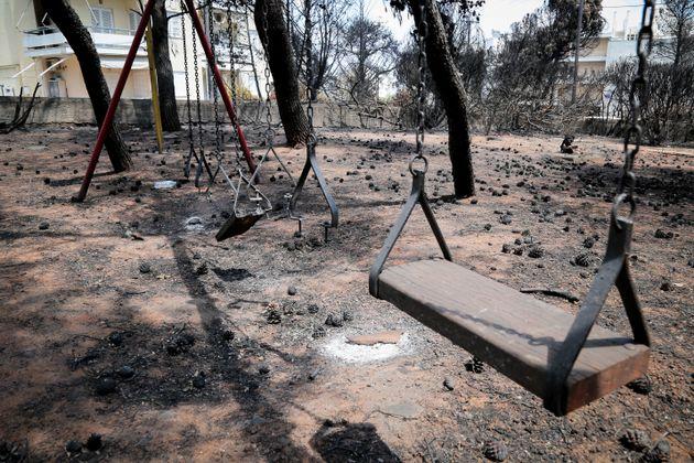 Στους 87 οι επιβεβαιωμένοι νεκροί από τις πυρκαγιές. Δύο από τα θύματα δεν έχουν