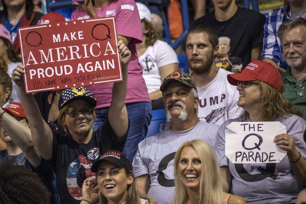 트럼프 지지자들 사이에서 유행인 '큐어넌 음모론'은 대체