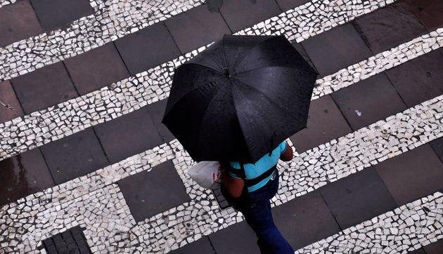 Βροχές το Σάββατο, βελτίωση του καιρού την