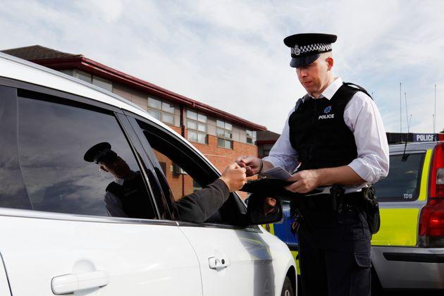 Eine Polizeistreife fand Plastikmüll im Wagen eines Mannes.