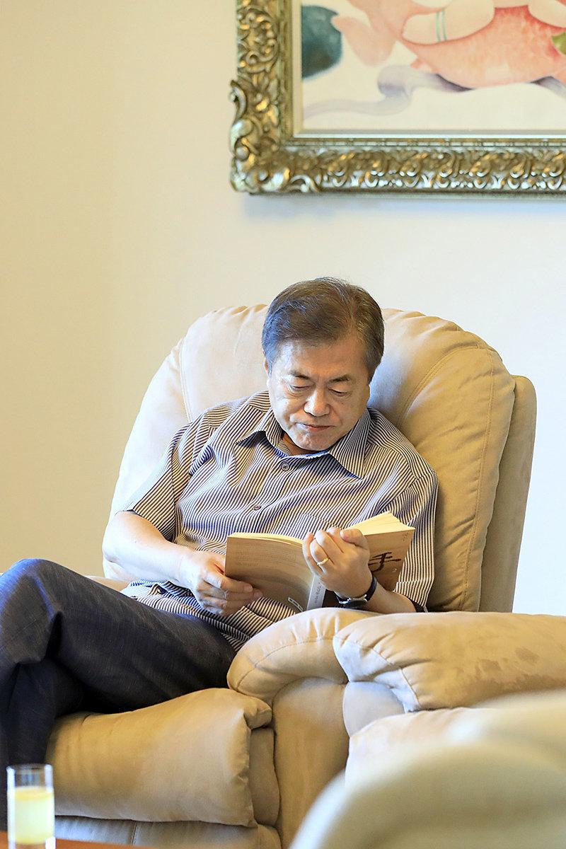 문대통령이 휴가 동안 읽은 책의 판매량이