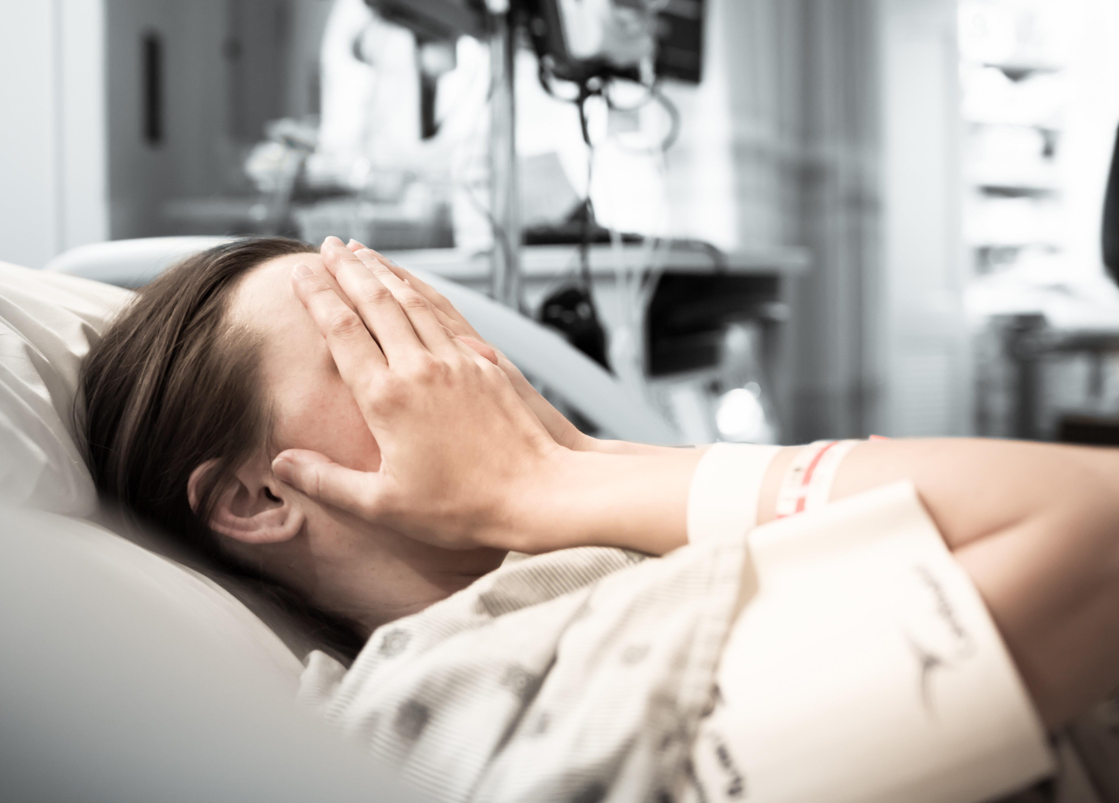 Arztfehler bei der Geburt: Schwangere erlebt Kaiserschnitt ohne