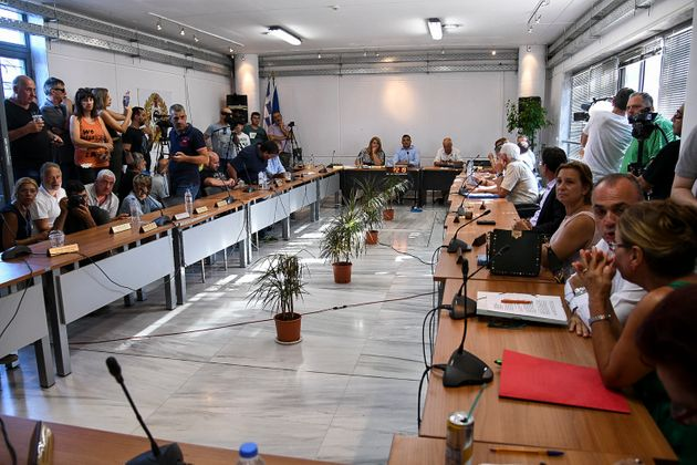 Την παραίτηση του Ηλία Ψινάκη ζητά ομόφωνα το Δημοτικό Συμβούλιο