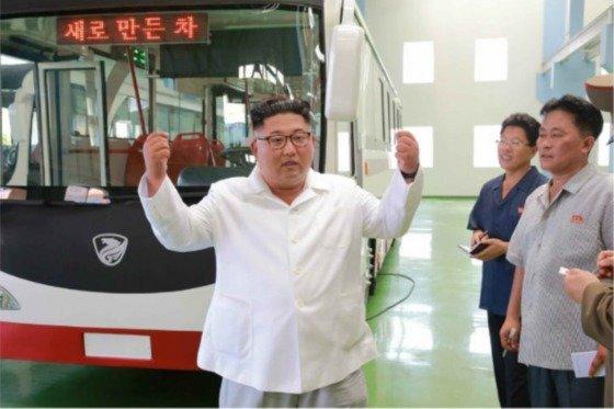 """김정은 위원장이 폭염 속 공장 찾아 """"백점 만점짜리""""라며 칭찬한 제품"""