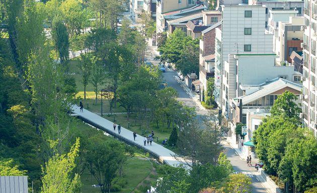 홍대입구역 인근에서 바라본 경의선숲길 연남동