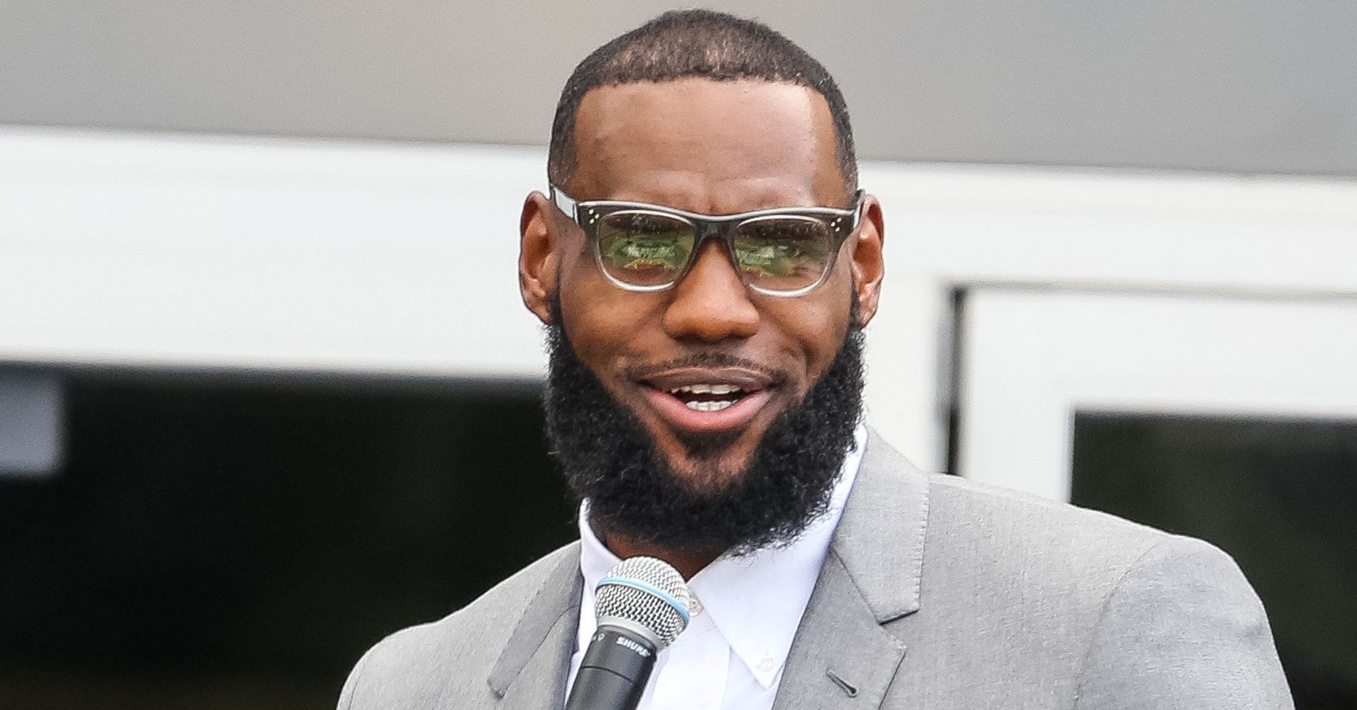 fe61dd19e38 Twitter Explodes Over Donald Trump s  Disgusting  Attack On LeBron James