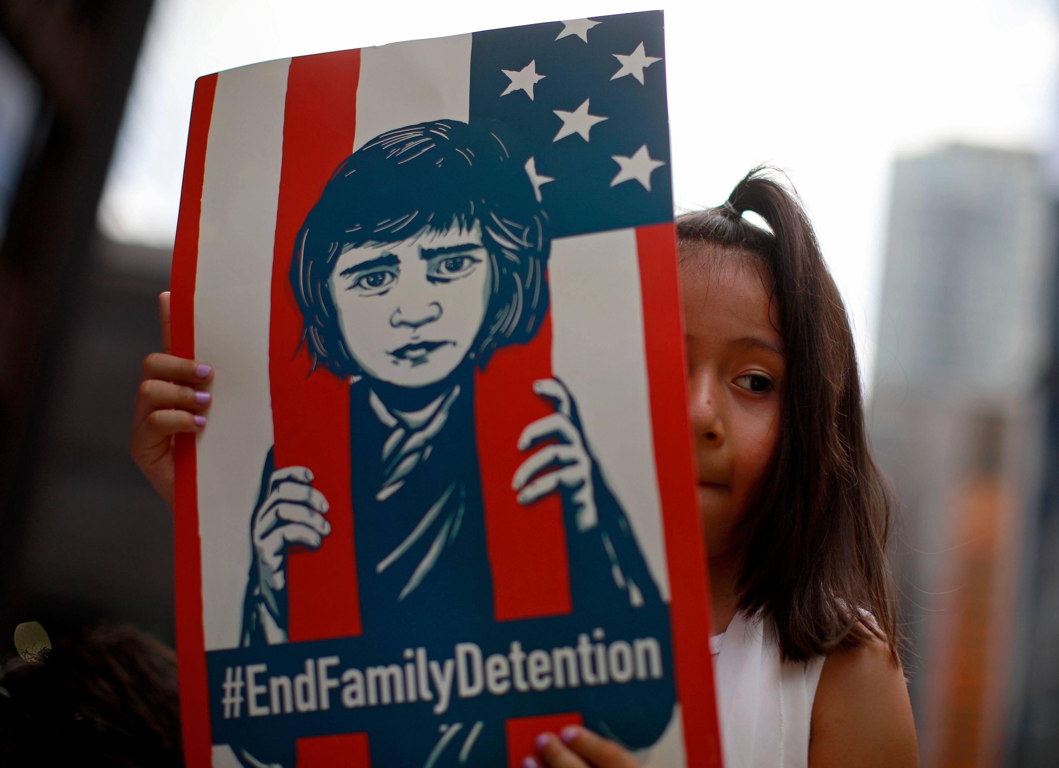 «Απαράδεκτη» η καθυστέρηση της διαδικασίας επανένωση παιδιών μεταναστών με τους γονείς τους, λέει ομοσπονδιακός δικαστής στις