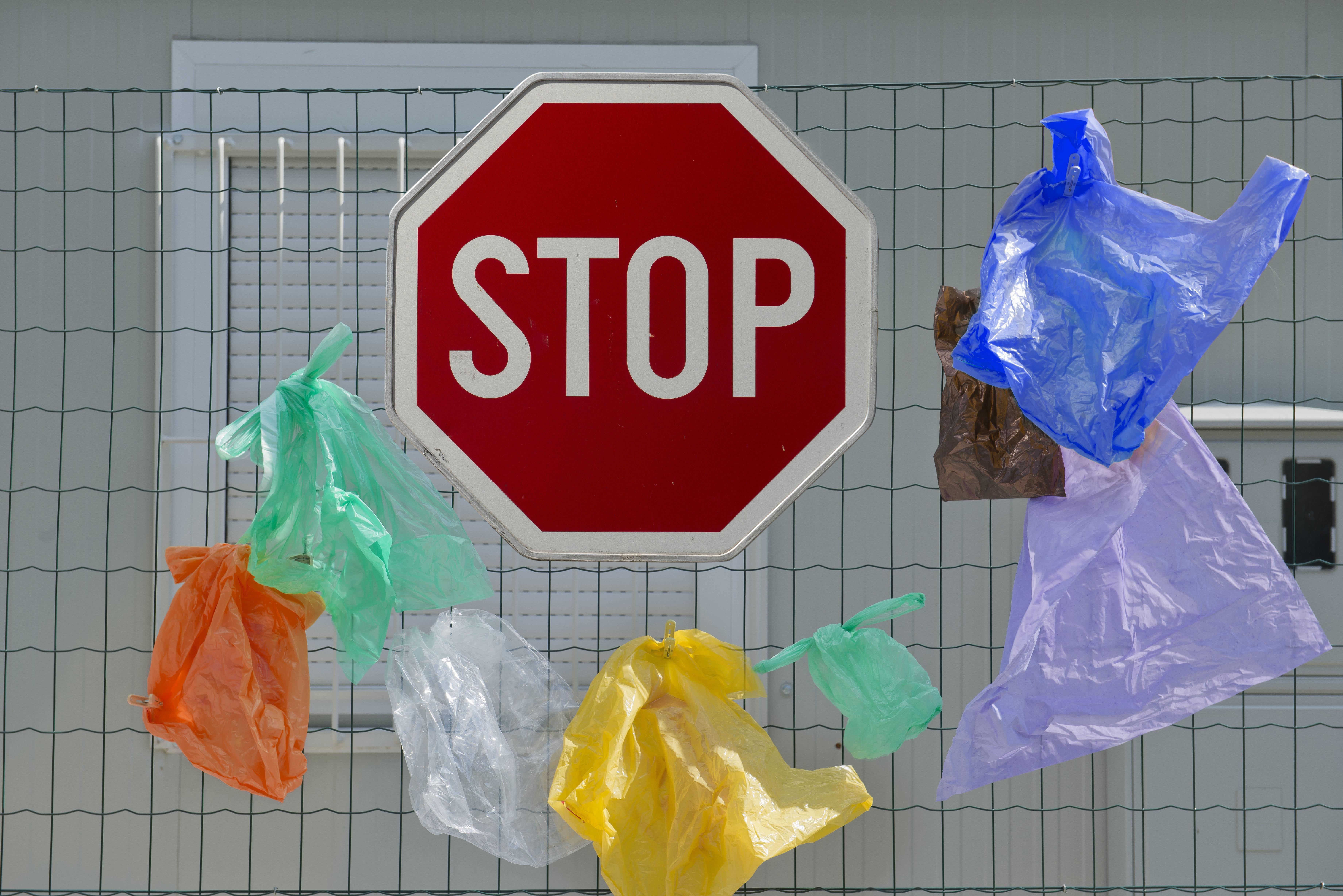 H χρέωση της πλαστικής σακούλας δεν «περνάει» στη Αυστραλία