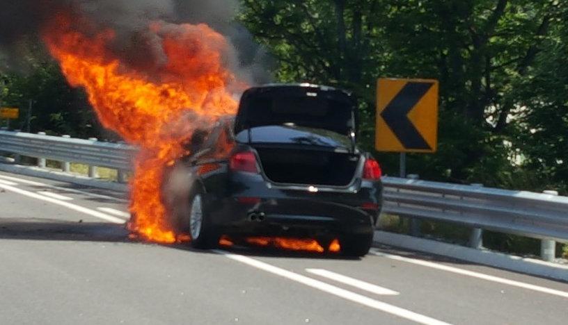 올들어 32대째 BMW 차량 화재 사고가 났다
