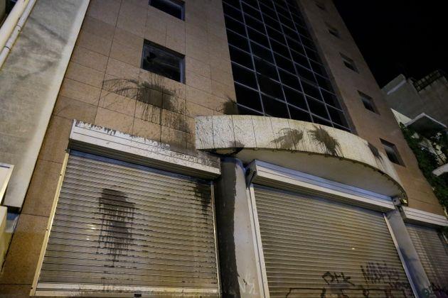 Μέλη του Ρουβίκωνα έριξαν μπογιές σε κτίριο του Υπουργείου Υποδομών σε ένδειξη διαμαρτυρίες για τους...