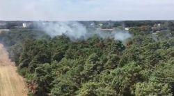 Riesiger Waldbrand mit gefährlichen Löscharbeiten in Straelen – direkt an einem