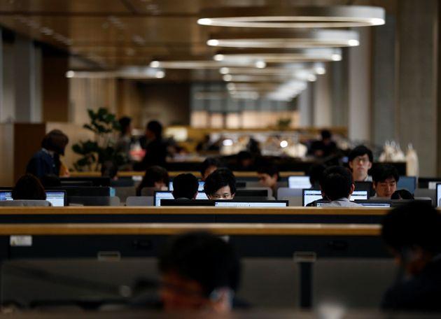Σε αυτή τη χώρα η κυβέρνηση ζητά από τους εργαζόμενους να μην δουλεύουν τα πρωινά της