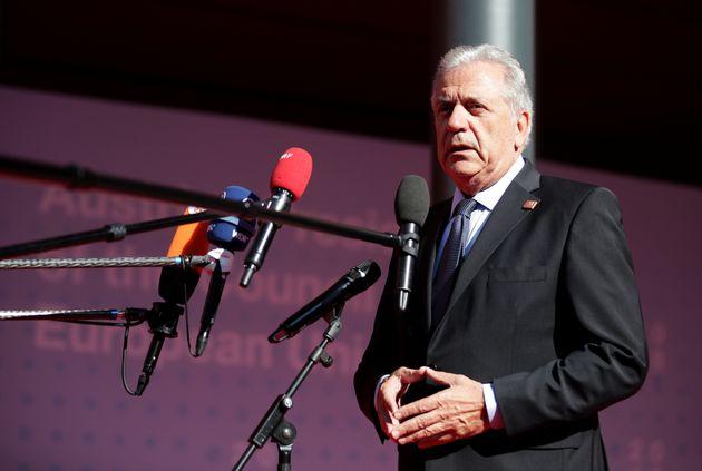 «Ελεγχόμενη» η κατάσταση στην Ελλάδα, λέει ο Αβραμόπουλος για το προσφυγικό. Τον Σεπτέμβριο η πρόταση...