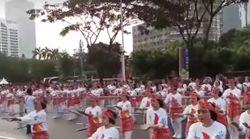 Le président et 65.000 Indonésiens participent à une