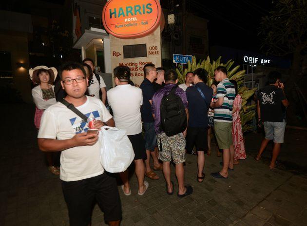 인도네시아 휴양지 롬복섬 강진으로 최소 82명이