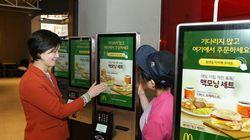 KFC와 버거킹이 연내 모든 매장에 키오스크(무인주문기계) 도입