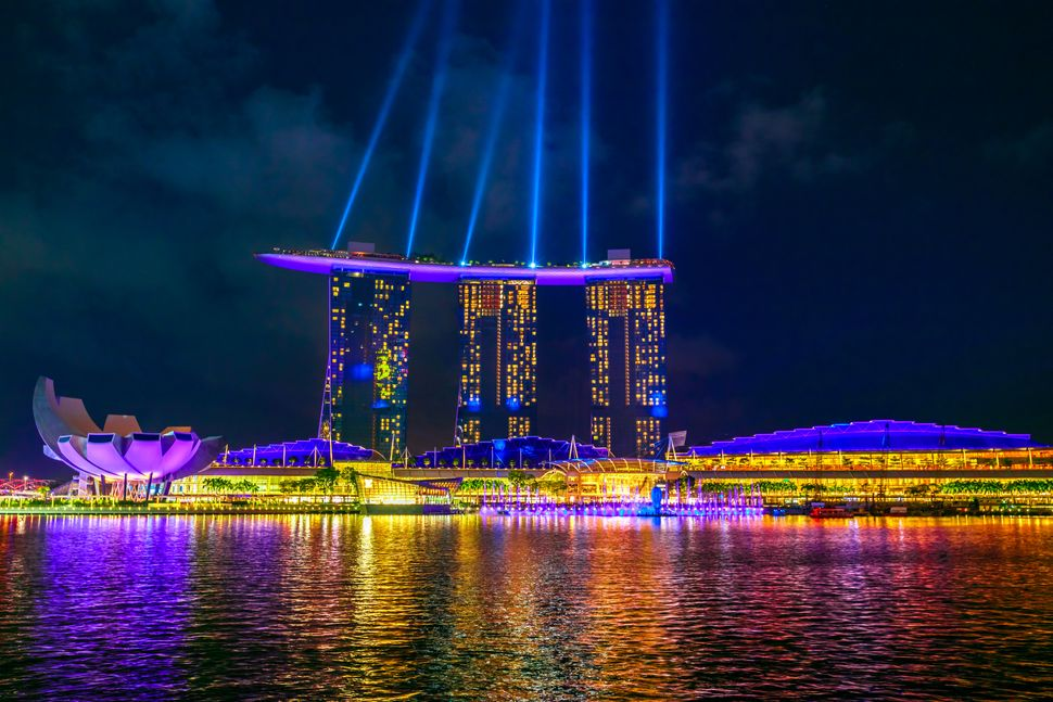 """In the book, Nick takes Rachel, Peik Lin and Kerry to the SkyBar at <a href=""""https://www.marinabaysands.com/"""" target=""""_blank"""""""