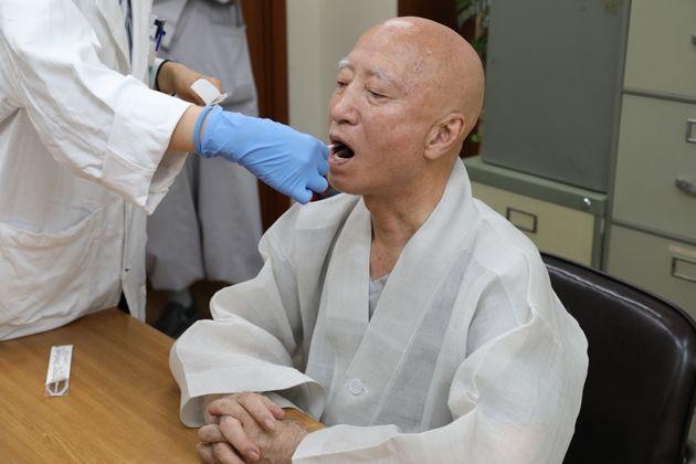 조계종 총무원장 설정 스님이 친자 확인용 세포 채취 받은