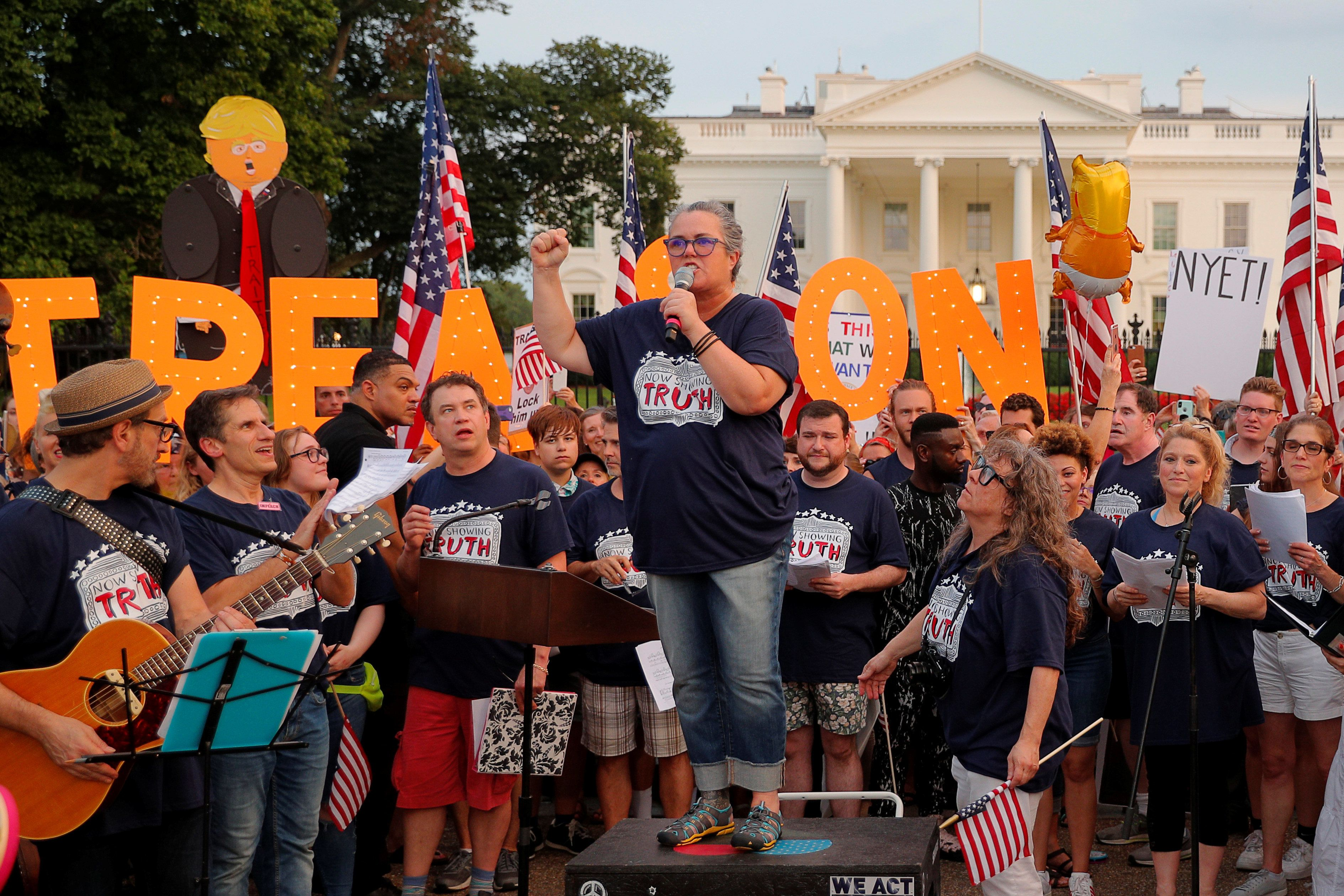 "Entertainer Rosie O'Donnell and cast members from Broadway musicals join the ""Kremlin Annex"" protest in front of the White House in Washington, U.S., August 6, 2018. REUTERS/Brian Snyder"