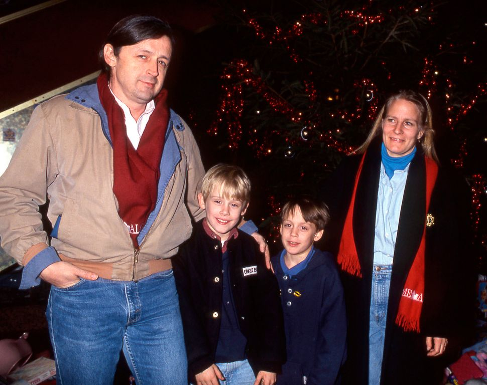 """Kit Culkin, Macaulay Culkin,Kieran Culkin andPatricia Bretnup pose for a photo one month after the release of """"Ho"""