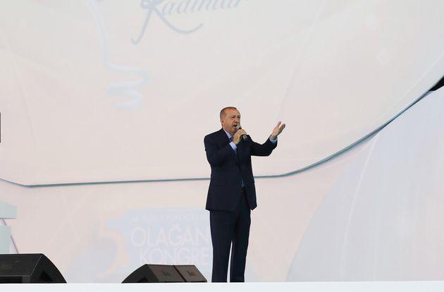 Προσφυγή στο ΔΝΤ και capital controls εξετάζει η Τουρκία, σύμφωνα με το