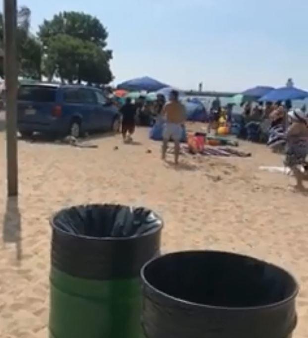 Μεθυσμένος οδηγός εισβάλλει στην παραλία και (ευτυχώς) αποφεύγονται τα