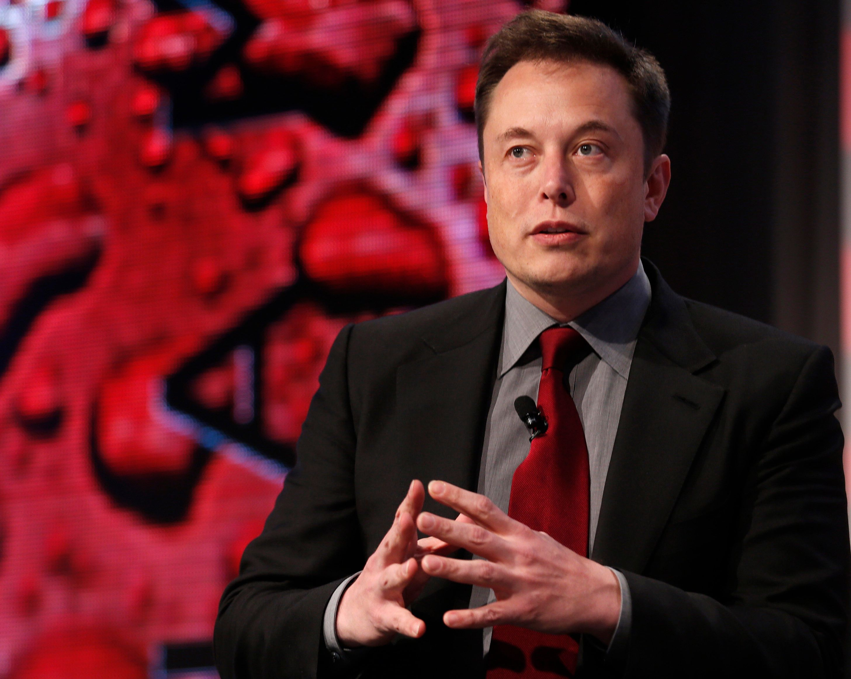 Tesla Motors CEO Elon Musk talks at the Automotive World News Congress at the Renaissance Center in Detroit, Michigan, January 13, 2015.   REUTERS/Rebecca Cook   (UNITED STATES - Tags: TRANSPORT BUSINESS)