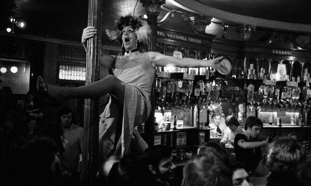 [그림 10] 1976년 RVT에서 열렸던 드랙쇼 Photograph: