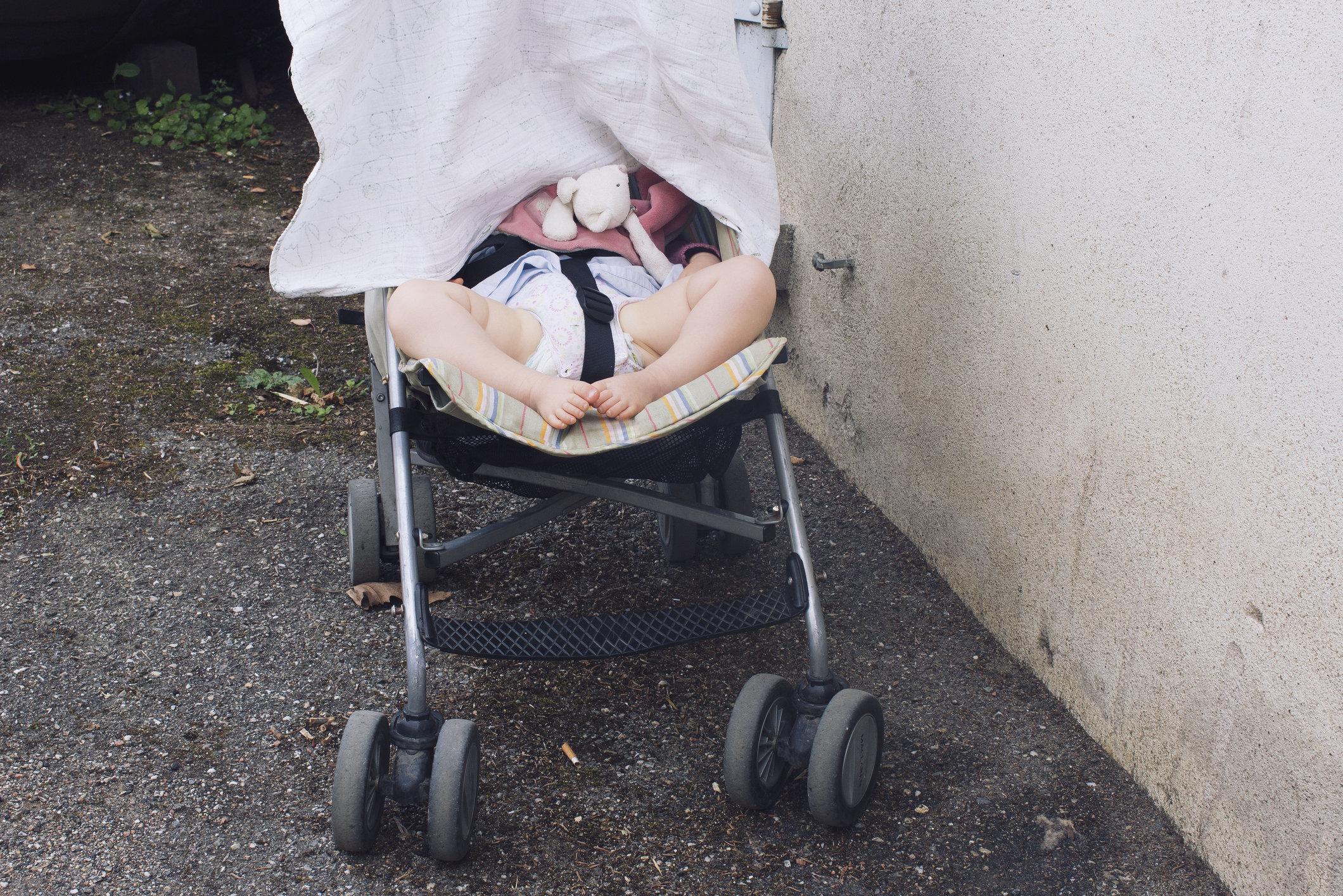 Hitzetod im Kinderwagen: So könnt ihr euer Kind davor schützen