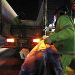 현직 환경미화원이 직접 전한 '쓰레기봉투 일일이 확인하는