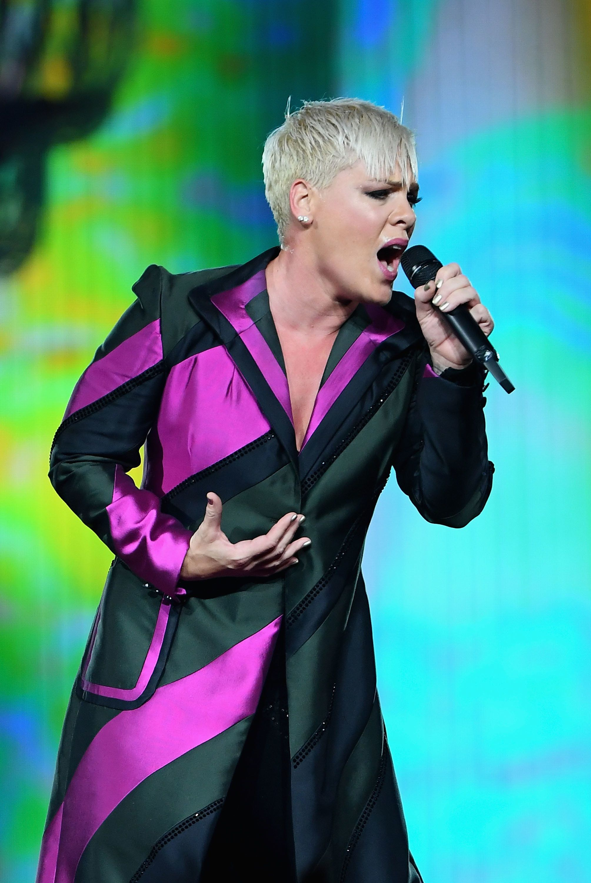 MELBOURNE, AUSTRALIA - JULY 16:  Pink performs at Rod Laver Arena on July 16, 2018 in Melbourne, Australia.  (Photo by Quinn Rooney/Getty Images)