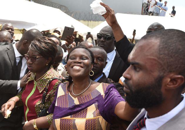 L'ex Première dame ivoirienne Simone Gbagbo à son arrivée chez elle après...