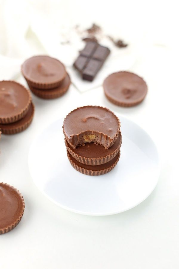 """<strong>Get the <a href=""""https://www.seasonlycreations.com/low-carb-chocolate-peanut-butter-cups-gluten-free-keto-friendly/"""""""