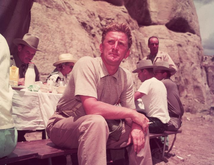 Westlake Legal Group 5b6b4cac2000007a03379416 Hollywood Legend Kirk Douglas Dies At 103