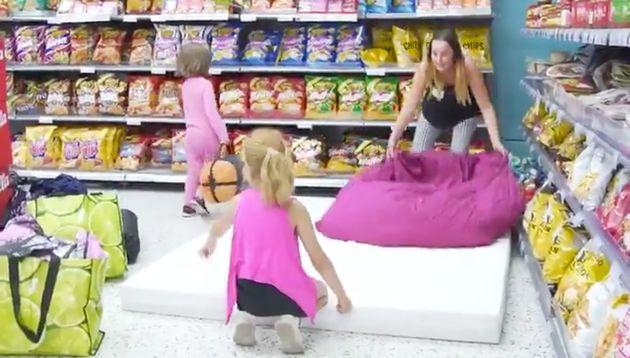 핀란드의 한 슈퍼마켓이 더위에 잠 못드는 사람들에게 매장을