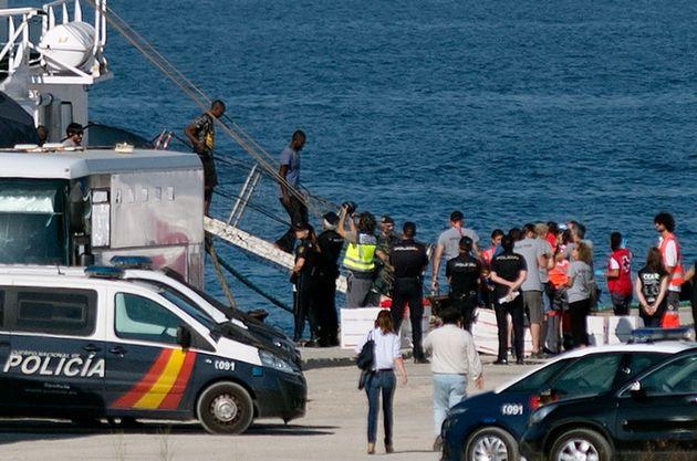 Le bateau de l'ONG espagnole Open Arms accoste le 09 août 2018 dans le port d'Algésiras...
