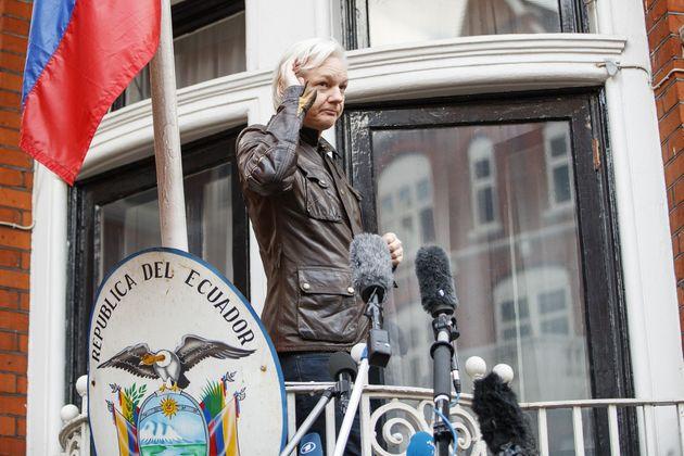 Ο Ασάνζ δεν αποκλείει την εμφάνισή του στη Γερουσία των ΗΠΑ, αναφέρει ο δικηγόρος